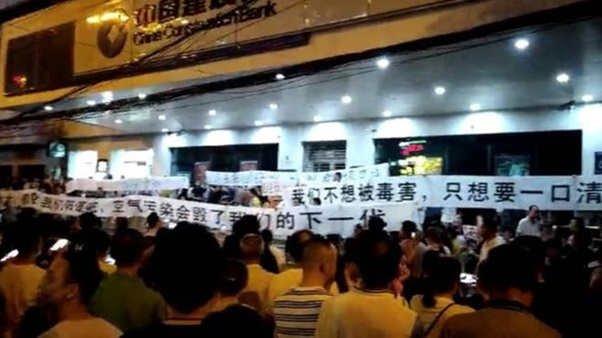 Plan budowy spalarni śmieci doprowadził do masowych protestów.