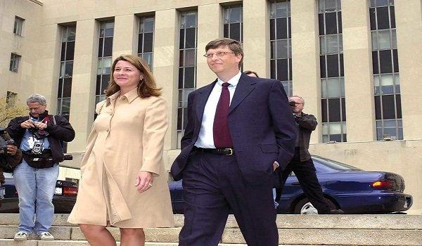 Naprawa reputacji: Bill i Melinda Gates wychodzą z sądu po zeznaniach w procesie antymonopolowym przeciwko Microsoft w 2002 r.