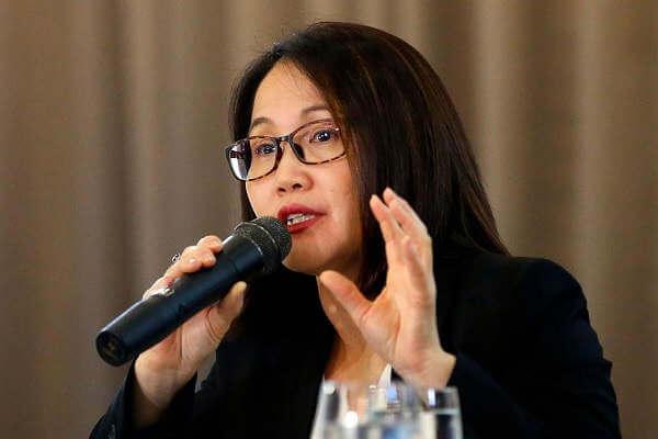 Dr Su-Peing Ng, szef działu medycznego firmy Sanofi Pasteur, na konferencji w Taguig City na Filipinach