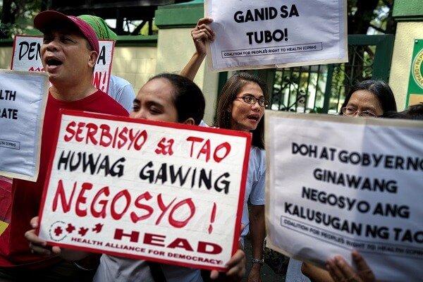 Przed Ministerstwem Zdrowia Filipin w dniu 8 grudnia 2017 r. demonstranci wzywali do odpowiedzialności za skandal związany ze szczepionką Dengvaxia