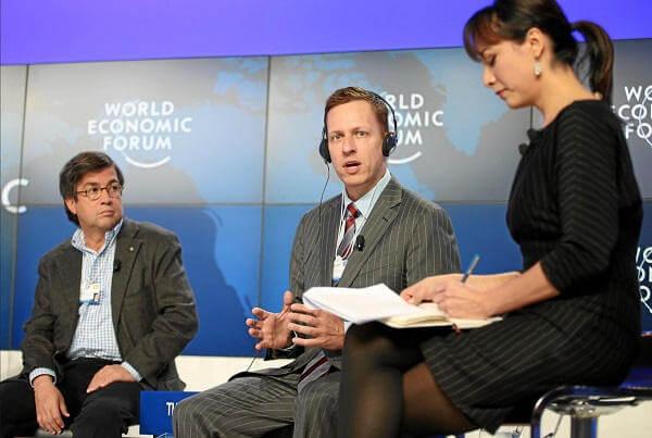 Peter Thiel przemawia na Światowym Forum Ekonomicznym w 2013 roku - Wojskowe korzenie Facebooka