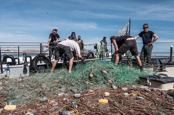 Źródło plastiku w oceanie - W ramach operacji Milagro załoga Sea Shepherd wyłowiła kilometry sieci na Morzu Korteza