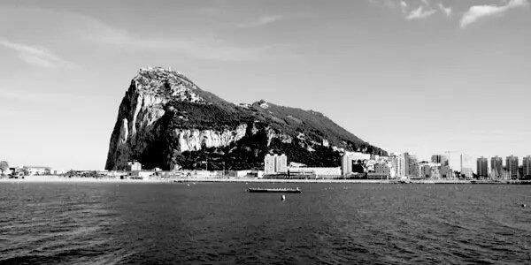 Związek szczepień ze zgonami na Gibraltarze